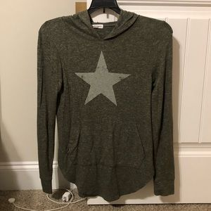 Lightweight green star sweatshirt